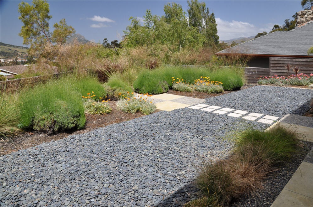 Smooth stone garden for Smooth stones for landscaping